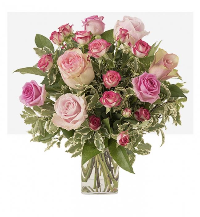 Mélange de roses branchues et gros boutons pastel - 45€